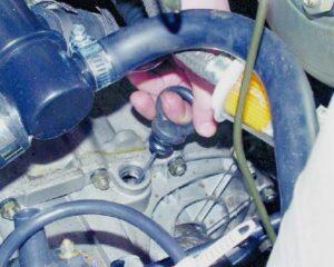 Заливать масло в коробку передач ВАЗ-2114