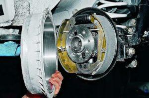 Замена задних тормозных колодок ВАЗ-2107