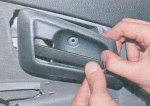 Не открывается водительская дверь на Лада Приора