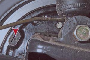 замена задних тормозных колодок Лада Приора
