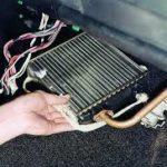 правильно снять радиатор печки на ВАЗ-2107