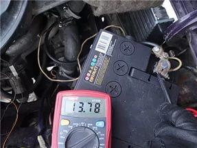 Лампа зарядки аккумулятора на ВАЗ-2110 тускло горит