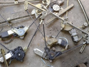 sxema po podklyucheniyu elektricheskix steklopodemnikov na vaz 2110 300x225 - Схема подключения электростеклоподъемников ваз 2110