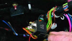 Реле зажигания в автомобиле ВАЗ-2114