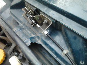 Поменять тросик капота ВАЗ-2107