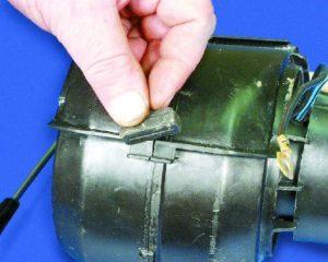 Снять моторчик печки на ВАЗ-2109