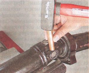 Замена крестовины карданного вала ВАЗ-2107