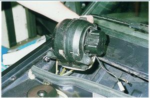 Снять вентилятор печки ВАЗ-2114