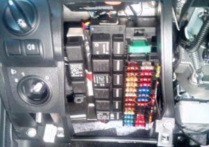 Диагностический разъем в автомобиле Лада Гранта