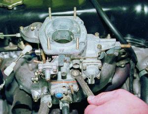 Отрегулировать карбюратор на ВАЗ-2106