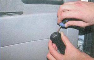 Самостоятельное снятие обшивки двери Лада Приора