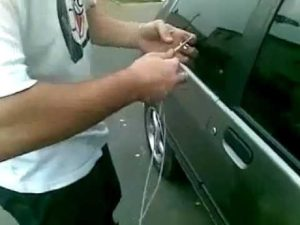 Как можно самому открыть Ниву Шевроле без ключа