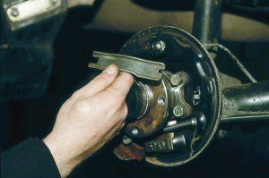 Замена троса ручного тормоза ВАЗ-2110